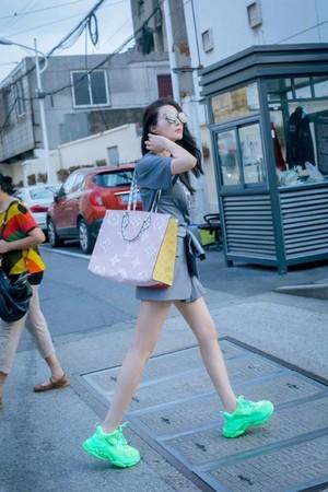 ▲范冰冰街拍照曝光。(圖/翻攝自微博)