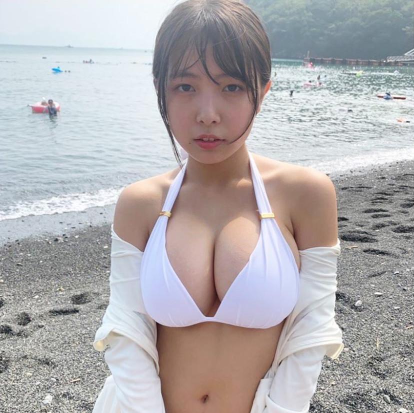 ▲▼17歲日本G奶嫩模寺本莉緒。(圖/翻攝自IG/lespros_rio)