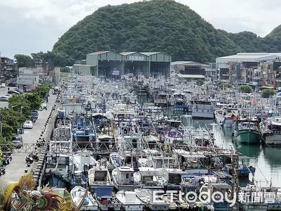 白鹿颱風逼近 南方澳漁港船擠爆