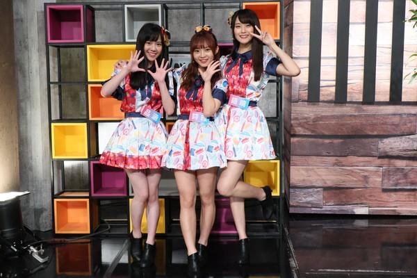 ▲ AKB48 Team TP團員品涵(左起)、詩雅、語晴上節目《娛樂鄉民》。(圖/MOMOTV提供)