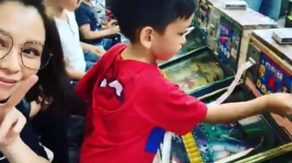 ▲徐若瑄帶兒逛士林夜市。(圖/翻攝自Instagram/徐若瑄)