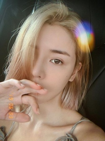 ▲李毓芬染金髮。(圖/翻攝自Instagram/李毓芬)