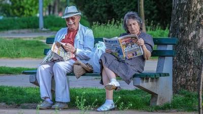 存款不夠,別肖想「屆齡退休」!觀念要改:活得太爽死得快