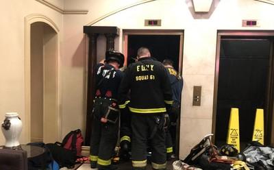 電梯突然急速下墜 男被夾死在5人面前