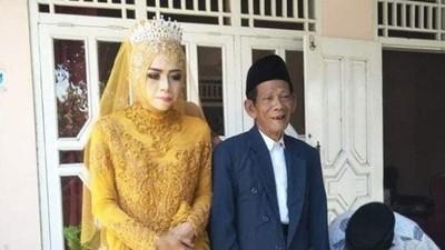 27歲女孩瘋戀83歲巫師 閃婚想生子
