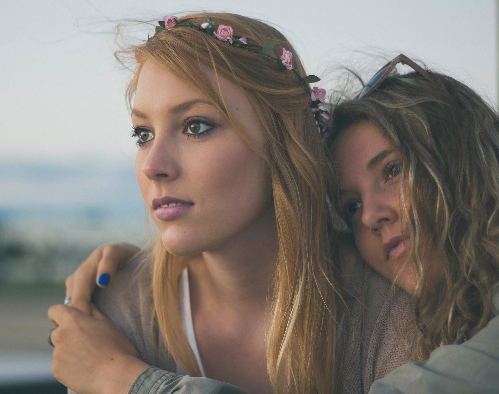 ▲蕭亞軒認為女生談戀愛不能一頭栽下去,還是要有獨立朋友圈。(圖/免費圖庫/pixabay)