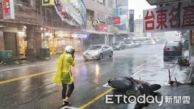 白鹿直撲台灣!台東超狂暴雨 強風猛甩招牌
