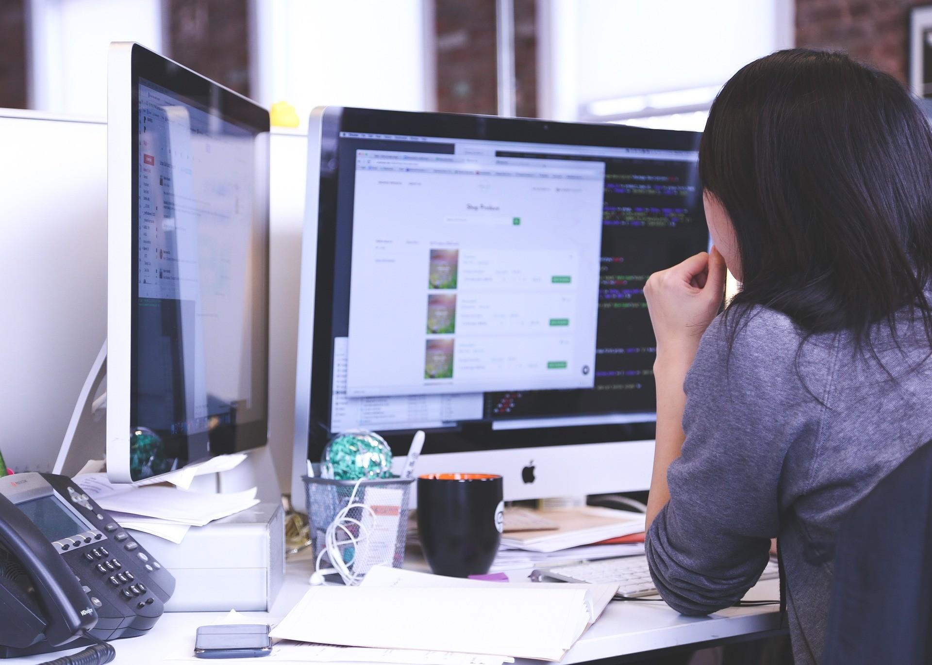 ▲學生,工程師,工作,辦公室,忙碌,電腦,上班族,OL。(圖/pixabay)