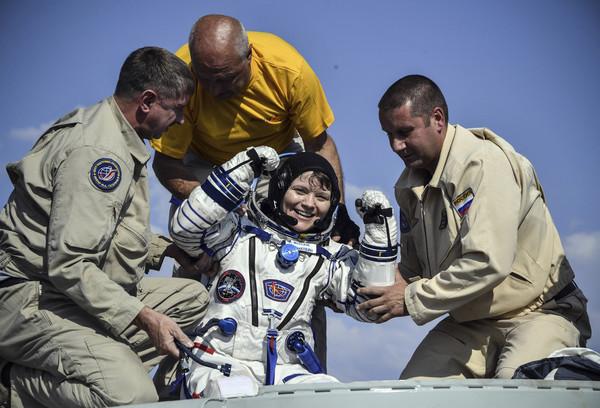 ▲▼美國女太空人麥克萊恩(Anne McClain)涉及首宗太空犯罪。圖為2019年6月25日她從國際太空站成功返回地球。(圖/達志影像/美聯社)