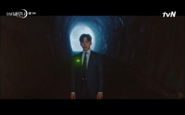 ▲具燦星誤闖隧道,螢火蟲現身。(圖/翻攝自tvN)