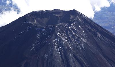 差點攻頂富士山 嫩妹被落石砸死