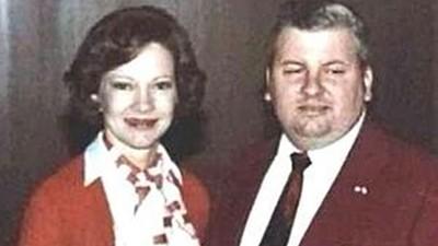 表面熱心公益「曾同框第一夫人」!小丑殺人魔連續姦殺33少年