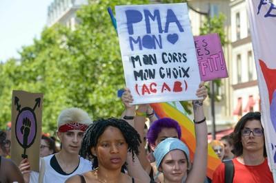 法國將開放女同性戀者適用人工生殖法