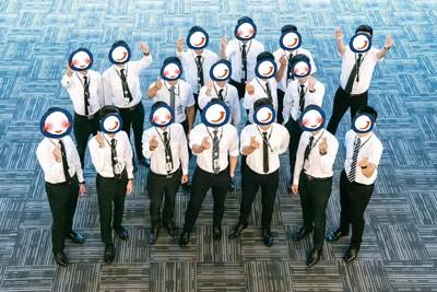 長榮航空首批18位「男空服員」亮相