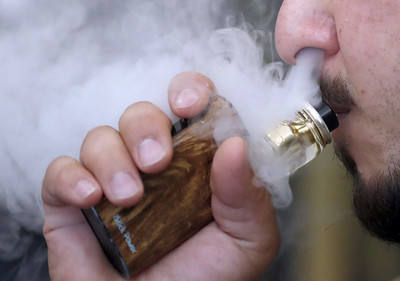 全美第3人吸食電子煙致死!