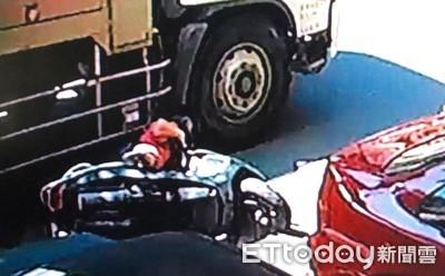 台南水肥車擦撞機車 女騎士頭部遭輾當場慘死