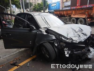 休旅車台灣大道違規迴轉 遭曳引車撞爛車頭