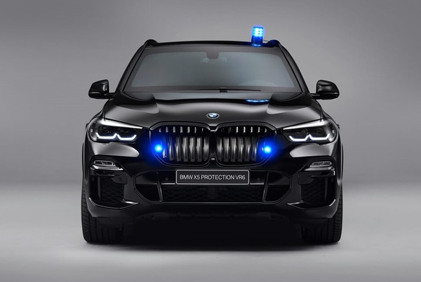 BMW推出「525匹」X5防彈車 連AK47步槍都打不穿(圖/翻攝自BMW)
