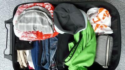 出國總是大包小包?盤點8個高效率「行李收納術」 用隱眼盒裝護膚品