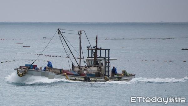 漁船,漁工,外勞,定置漁網,漁夫,捕魚,漁業,漁獲,海鮮,海洋(圖/記者季相儒攝)