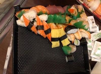 晚餐訂壽司拼盤 送來卻「變成散壽司」