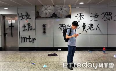 831遊行港警疑似「喬裝示威者」抓人