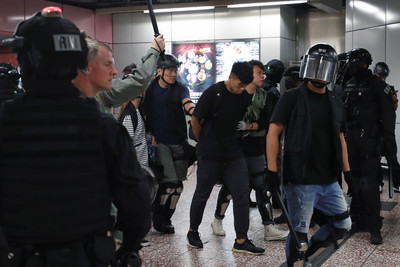 謝金河:香港累了!