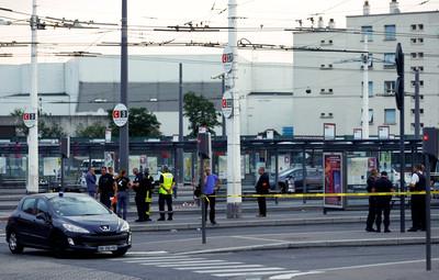 法國里昂隨機刺殺 目擊者:有人肚子被劃開