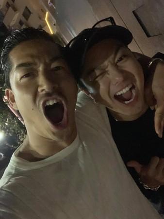 ▲TAKAHIRO與AKIRA同為「放浪兄弟」一員。(圖/翻攝自AKIRA臉書)