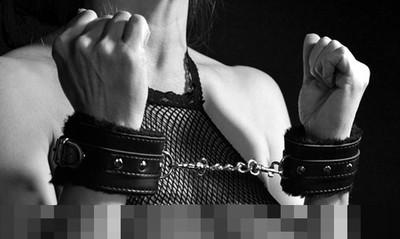 警把18歲女孩銬在後座輪流上 緩刑5年