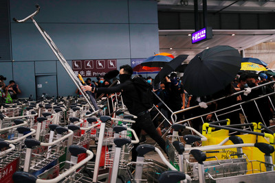 「和你飛2.0」警民衝突 港府聲明譴責