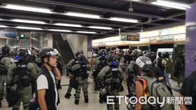 即/示威者破壞港鐵 速龍小隊衝進站內逮人