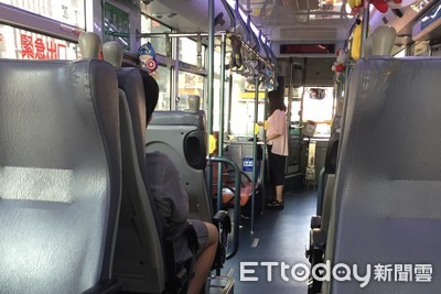 三寶路口迴轉害公車急煞 乘客慘摔客運要她賠