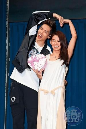郭書瑤(右)和以綸(左)因合作《稍息立正我愛你》擦愛火,之後還同遊韓國,沒想到才1年多卻驚傳分手。