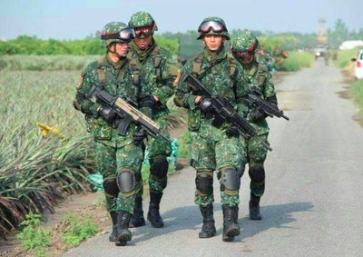 吳怡農挺4月兵役:美軍13周新訓
