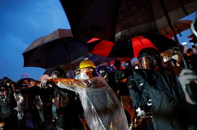 王湘穗:香港示威具「超限戰」特徵