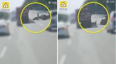 外送員滑手機摔車慘遭貨車輾死