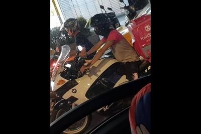foodpanda外送員騎「BMW重機」!她看傻了…