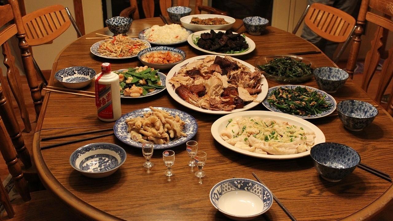 ▲團圓飯,晚餐,聚餐,合菜,家庭料理,中式料理,餐桌,一桌菜。(示意圖/取自免費圖庫Pixabay)