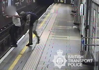英國地鐵暴徒 隨機推人下鐵軌
