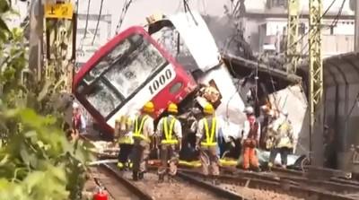 日京急線列車撞卡車 逾33人受傷