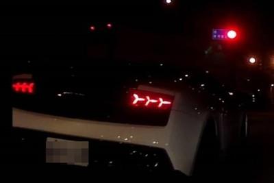 等紅綠燈被按喇叭 重機遭超跑海K