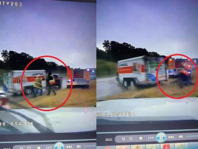 消防員站路邊 下秒失控車把人撞成一團