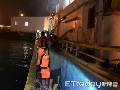 漁船出港前冒出濃煙 海巡及時搶救急滅火