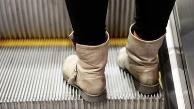 手扶梯「底側刷毛」擦鞋用的?錯!它的功能是:減低爆炸的可能性