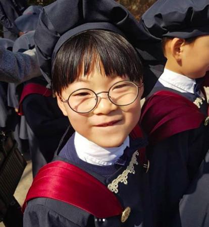 ▲▼ 三胞胎畢業了。(圖/翻攝自微博)