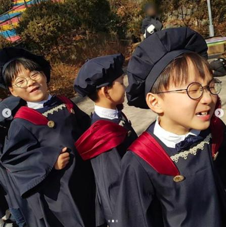▲▼ 三胞胎畢業了!7歲宋民國成熟致詞:我會想念你們 感言登熱搜(圖/翻攝自微博)