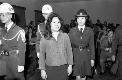 她貼陳菊軍法照:堅毅身影韓國瑜永遠比不上