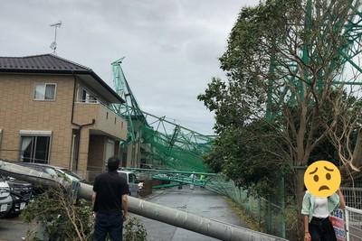 法西襲日15人傷!球場柱倒塌撞民宅