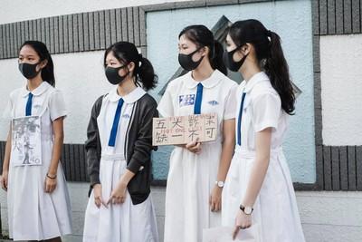香港教育局提「校內外禁戴口罩」